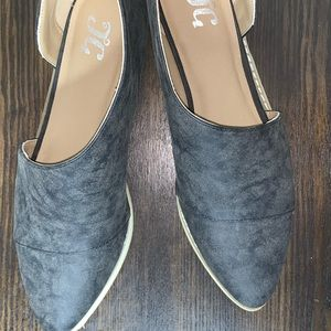 Charcoal gray pointed toe flats